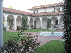 Crane Cottage Courtyard
