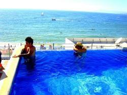 Roof pool con vista al mar