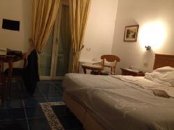 lamia camera/ my room
