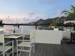 Cafe on the Bay Bar & Restaurant