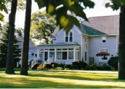 East Tawas Junction Bed and Breakfast Inn and Chickadee Guesthouse