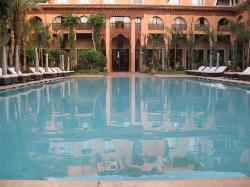 il favoloso patio dell'hotel con piscina