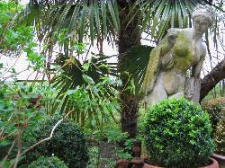 Verwunschener Garten im Hinterhof
