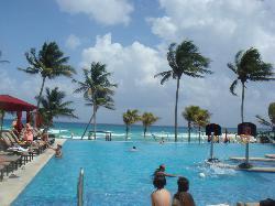 Infiniti pool w/beach