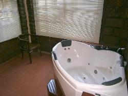 """superior"" room sunroon (with jacuzzi tub - didn't fill/work)"
