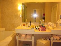 twin sink, seperate shower and toilet and lovely big bath