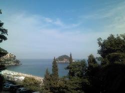 vista dell'isola di bergeggi dal vialetto