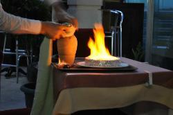Zubereitung Abendessen auf der Terasse