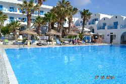 Blick auf den Pool und Hotel