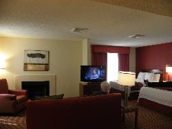 2-queen living room area