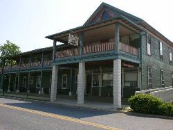 Riverside Country Inn