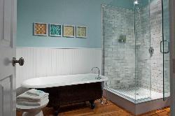 Luxurious bath in the Nobska Room.