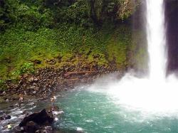 Cabinas La Catarat,a Located Minutes to La Fortuna Waterfall