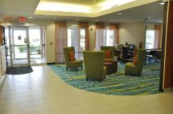 A combination lobby/business center sits near the main entry.