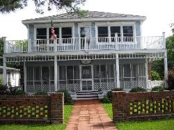 Lake Shore Lodge