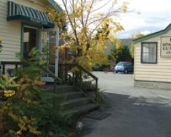 Glenalvon Lodge Motel and B&B
