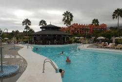 """The """"adults pool"""" and pool bar"""