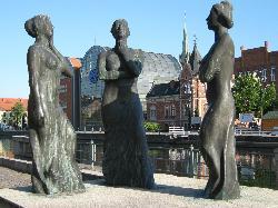 Trzy Gracje sculpture