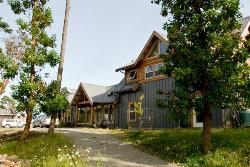 Arbutus Bluff Bed and Breakfast