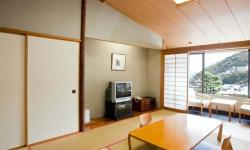 Shion Atami