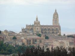 vue de la cathedrale zoome du Parador de segovia