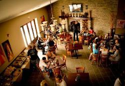 Vinhus Restaurant & Lounge