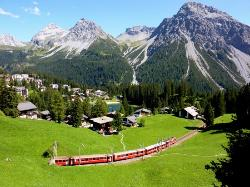 Train arrivant à Arosa