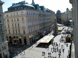 View from our window to the Graben below at the center of Vienna