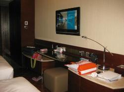 LCD yang bisa dilihat dari kamar mandi