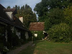 la maisonnette (au fond)