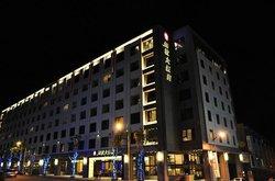 Lakeshore Hotel