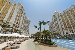 Grand Resort Deck Day View