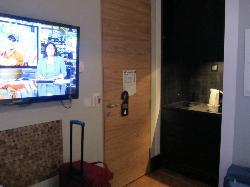Angolo cottura/ingresso e TV