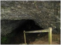 Bell Witch Cave and Cabin