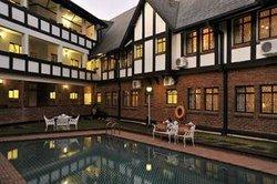 Cresta Churchill Hotel