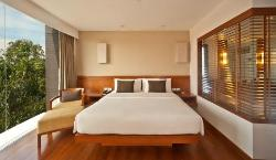 Woodlands Suites Hotel
