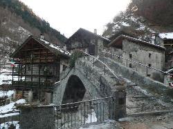 L'antico ponte romano ed il walser del ristorante