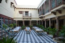 Dining courtyard