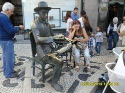 Escultura de Fernando Pessoa