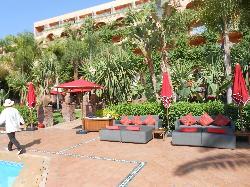 vue de la piscine sur l'hotel