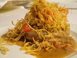Filetto di manzo con salsa al vino bianco e julienne di verdure fritte