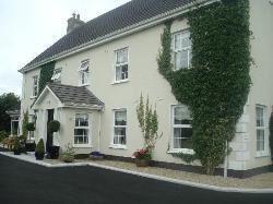 Laburnum Lodge Front entrance/driveway