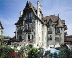 Augeval Hotel