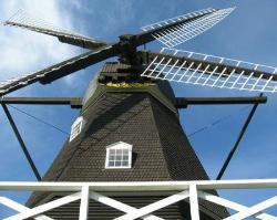 「メルヘンの丘」 風車