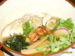 Sopa oriental con gambas.