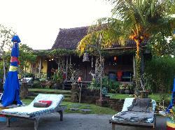 Bendi House viewed pool side