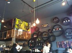 Cafe Divis / Vinyl Wine Bar