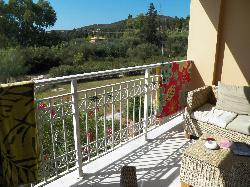 Balkon met loungeset( dat zit niet echt lekker )