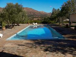 magnifique piscine face à la montagne