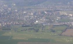 vue aérienne du golf avec Gaillon en arrière plan